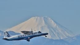 りゅうさんさんが、調布飛行場で撮影した新中央航空 228-212の航空フォト(飛行機 写真・画像)