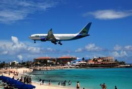 空飛ぶぽん吉☆さんが、プリンセス・ジュリアナ国際空港で撮影したエア・カライベス A330-223の航空フォト(飛行機 写真・画像)