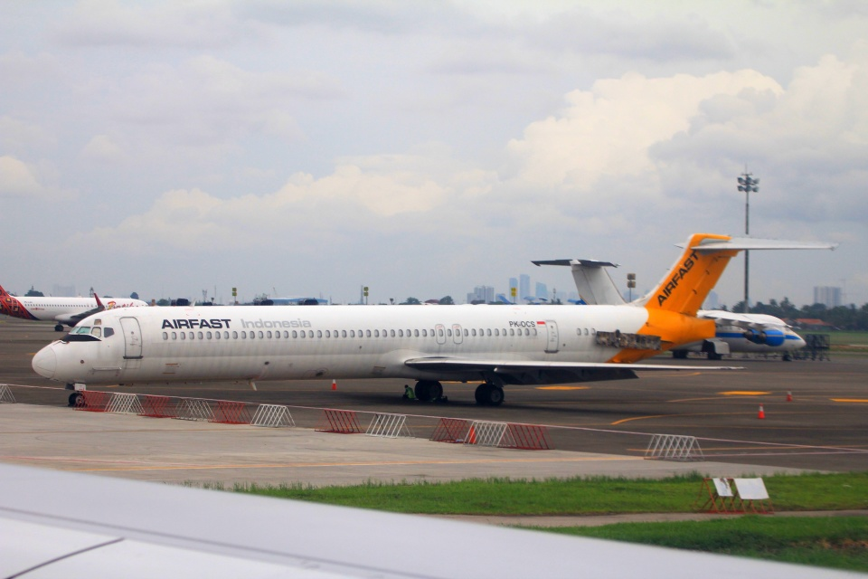 エアファスト インドネシア McDonnell Douglas MD-80 (DC-9-80) PK-OCS ...