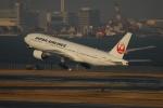Izumixさんが、羽田空港で撮影した日本航空 777-246の航空フォト(写真)