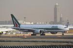 LEGACY-747さんが、成田国際空港で撮影したアリタリア航空 777-243/ERの航空フォト(飛行機 写真・画像)