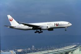 Gambardierさんが、関西国際空港で撮影した日本航空 777-246の航空フォト(飛行機 写真・画像)
