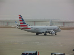 しかばねさんが、インディアナポリス国際空港で撮影したエンボイ・エア ERJ-170-200 LR (ERJ-175LR)の航空フォト(飛行機 写真・画像)