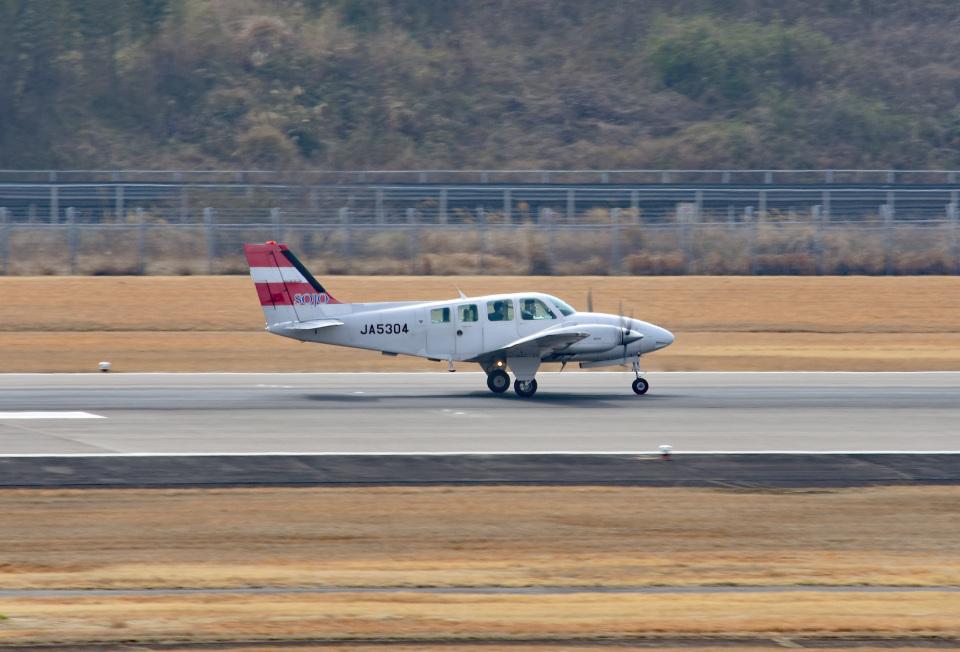 tsubasa0624さんの崇城大学 Beechcraft 58 Baron (JA5304) 航空フォト
