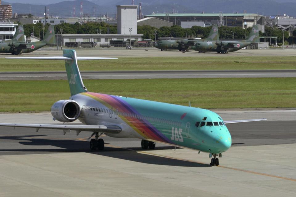 senyoさんの日本エアシステム McDonnell Douglas MD-90 (JA8062) 航空フォト