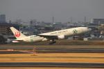 uhfxさんが、伊丹空港で撮影した日本航空 777-246の航空フォト(写真)