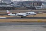 uhfxさんが、伊丹空港で撮影したジェイ・エア ERJ-190-100(ERJ-190STD)の航空フォト(飛行機 写真・画像)