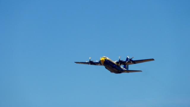Saeqeh172さんが、ポートランド・ヒルズボロ空港で撮影したアメリカ海兵隊 C-130T Herculesの航空フォト(飛行機 写真・画像)