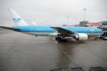 yabyanさんが、アムステルダム・スキポール国際空港で撮影したKLMオランダ航空 777-206/ERの航空フォト(飛行機 写真・画像)