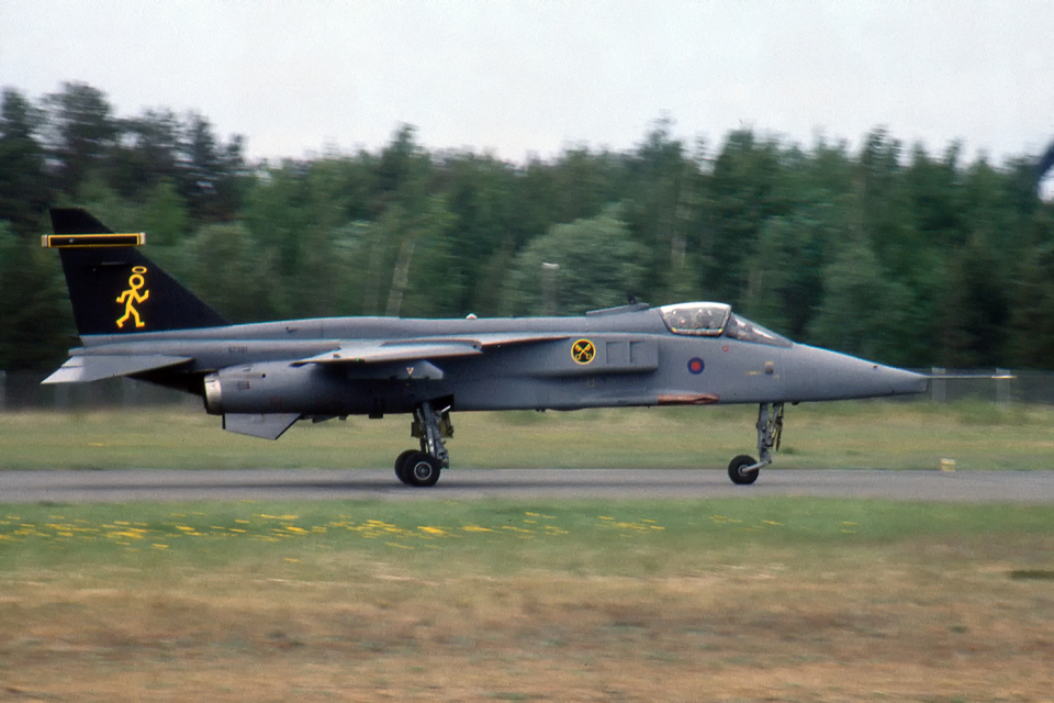 Echo-Kiloさんのイギリス空軍 SEPECAT Jaguar (XZ381) 航空フォト