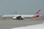 yabyanさんが、香港国際空港で撮影したアメリカン航空 777-323/ERの航空フォト(飛行機 写真・画像)