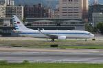 空軍一號さんが、台北松山空港で撮影した中華民国空軍 737-8ARの航空フォト(写真)