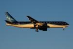 ぼんやりしまちゃんさんが、北京首都国際空港で撮影したアゼルバイジャン航空 767-32L/ERの航空フォト(写真)