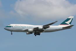 NIKEさんが、シンガポール・チャンギ国際空港で撮影したキャセイパシフィック航空 747-412(BCF)の航空フォト(飛行機 写真・画像)