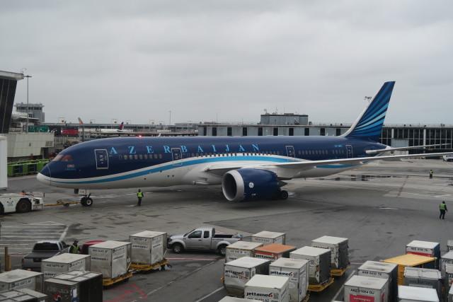 アゼルバイジャン航空 Boeing 78...