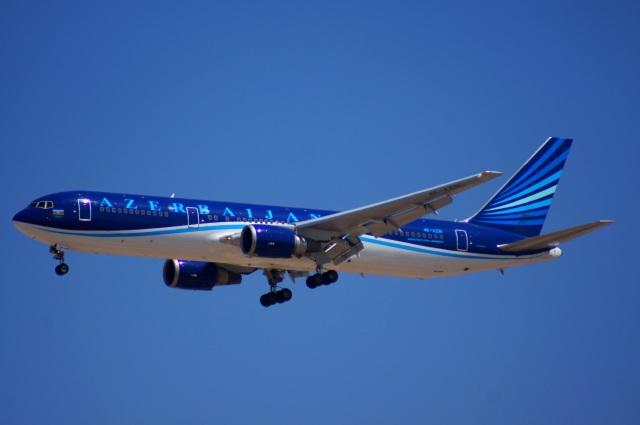 アゼルバイジャン航空 Boeing 76...