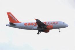 masa707さんが、ロンドン・ガトウィック空港で撮影したイージージェット A319-111の航空フォト(飛行機 写真・画像)