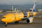 もにーさんが、小松空港で撮影した全日空 777-281/ERの航空フォト(飛行機 写真・画像)