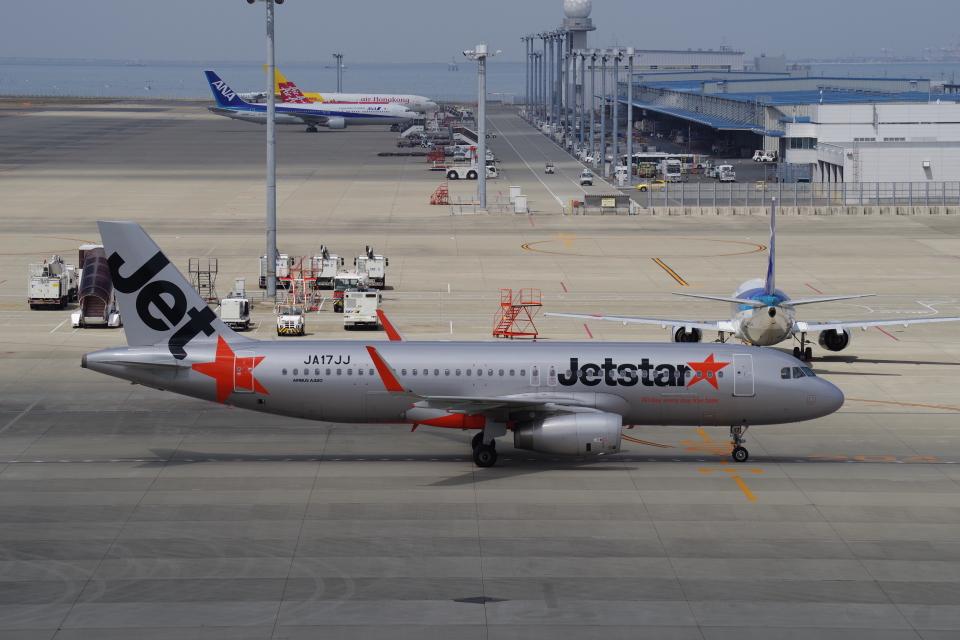 yabyanさんのジェットスター・ジャパン Airbus A320 (JA17JJ) 航空フォト