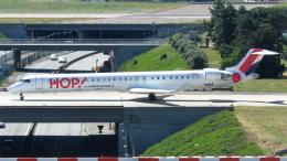 誘喜さんが、パリ オルリー空港で撮影したエールフランス・オップ! CL-600-2E25 Regional Jet CRJ-1000の航空フォト(飛行機 写真・画像)