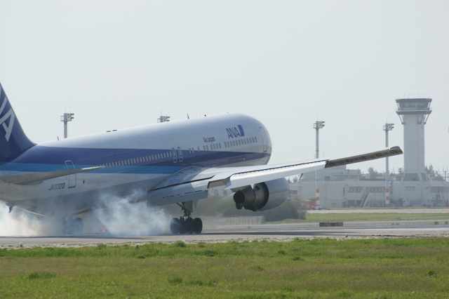 m-takagiさんが、下地島空港で撮影した全日空 767-381/ERの航空フォト(飛行機 写真・画像)