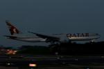 ぎんじろーさんが、成田国際空港で撮影したカタール航空 777-2DZ/LRの航空フォト(写真)