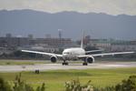 しゅあさんが、伊丹空港で撮影した日本航空 777-246の航空フォト(飛行機 写真・画像)