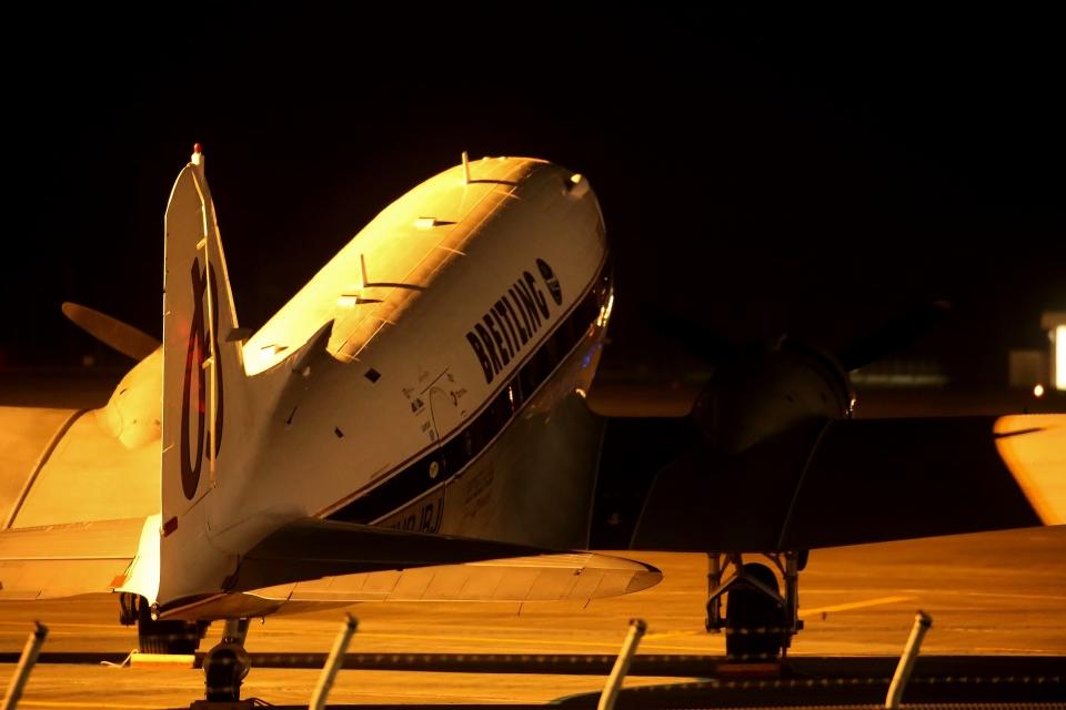 鹿児島のぽりっす♪さんのスーパーコンステレーション飛行協会 Douglas DC-3 (HB-IRJ) 航空フォト