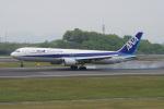 神宮寺ももさんが、高松空港で撮影した全日空 767-381の航空フォト(写真)