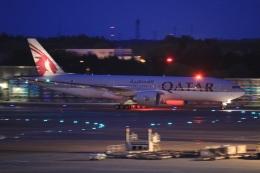 ぽんさんが、成田国際空港で撮影したカタール航空 777-2DZ/LRの航空フォト(飛行機 写真・画像)