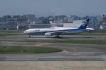職業旅人さんが、福岡空港で撮影した全日空 777-281/ERの航空フォト(写真)