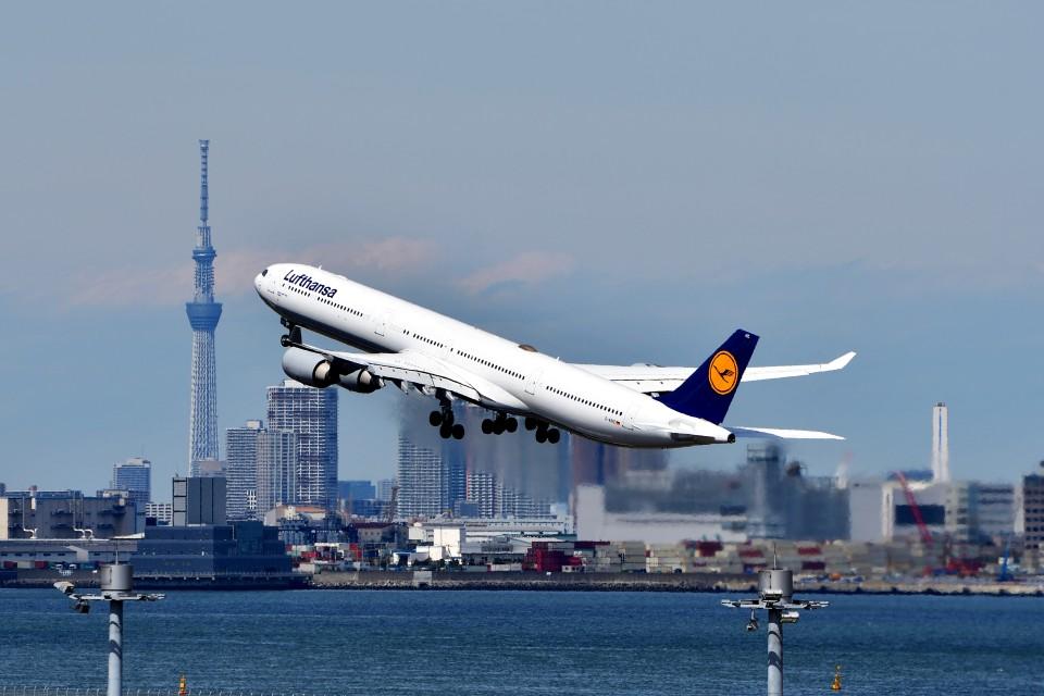 T.Sazenさんのルフトハンザドイツ航空 Airbus A340-600 (D-AIHZ) 航空フォト