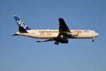 北の熊さんが、新千歳空港で撮影した全日空 767-381/ERの航空フォト(写真)
