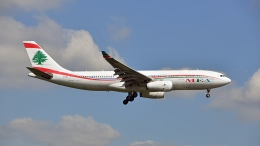 flytaka78さんが、ロンドン・ヒースロー空港で撮影したミドル・イースト航空 A330-243の航空フォト(飛行機 写真・画像)