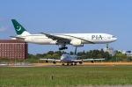 べガスさんが、成田国際空港で撮影したパキスタン国際航空 777-240/ERの航空フォト(写真)