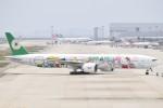 JAA DC-8さんが、関西国際空港で撮影したエバー航空 777-35E/ERの航空フォト(飛行機 写真・画像)