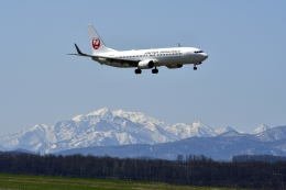 渚くんさんが、旭川空港で撮影した日本航空 737-846の航空フォト(写真)