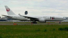 Chikaの航空見聞録さんが、伊丹空港で撮影した日本航空 777-246の航空フォト(飛行機 写真・画像)