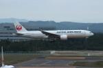 resocha747さんが、新千歳空港で撮影した日本航空 777-246の航空フォト(写真)
