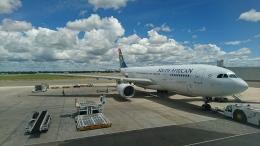 レックスさんが、ビクトリアフォールズ空港で撮影した南アフリカ航空 A330-243の航空フォト(飛行機 写真・画像)