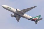 多楽さんが、成田国際空港で撮影したアリタリア航空 777-243/ERの航空フォト(写真)