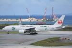 LEGACY-747さんが、那覇空港で撮影した日本航空 777-246の航空フォト(飛行機 写真・画像)
