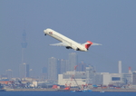 ふじいあきらさんが、羽田空港で撮影した日本航空 MD-90-30の航空フォト(飛行機 写真・画像)