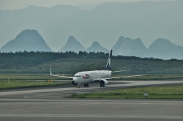 TAOTAOさんが、桂林両江国際空港で撮影した山東航空 737-8HXの航空フォト(飛行機 写真・画像)
