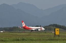 TAOTAOさんが、桂林両江国際空港で撮影した福州航空 737-8EH/SFPの航空フォト(飛行機 写真・画像)