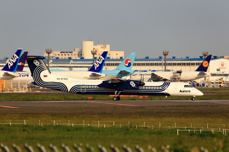 T.Sazenさんのオーロラ Bombardier DHC-8-400 (RA-67252) 航空フォト