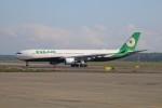北の熊さんが、新千歳空港で撮影したエバー航空 A330-302の航空フォト(飛行機 写真・画像)