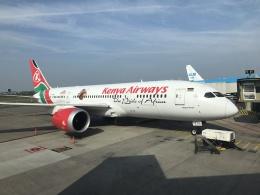 maixxさんが、アムステルダム・スキポール国際空港で撮影したケニア航空 787-8 Dreamlinerの航空フォト(飛行機 写真・画像)