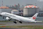 吉田高士さんが、羽田空港で撮影した日本航空 777-246/ERの航空フォト(写真)