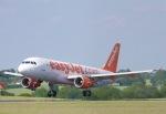 山麓さんが、ロンドン・ルートン空港で撮影したイージージェット A320-214の航空フォト(写真)